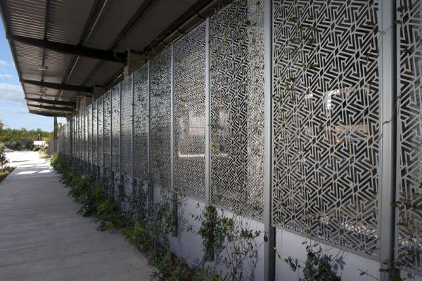 screens-exterior054677E92D-CA4B-7186-31AD-602B3F6A2472.jpg
